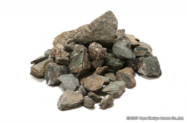 万天石は山石のため角ばった岩肌が持ち味の石組レイアウト定番の石材です