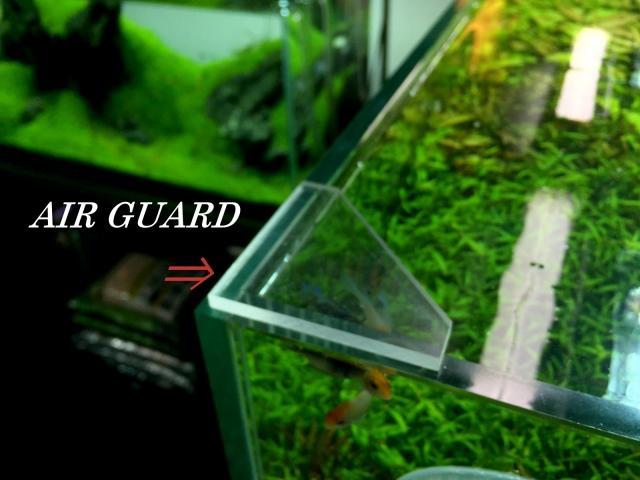 どっしりとした厚みを確保(5mm厚)した透明アクリル板三角コーナー用