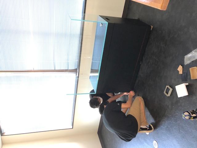 新規 水槽部屋用 設置風景 レーザー水平器大活躍
